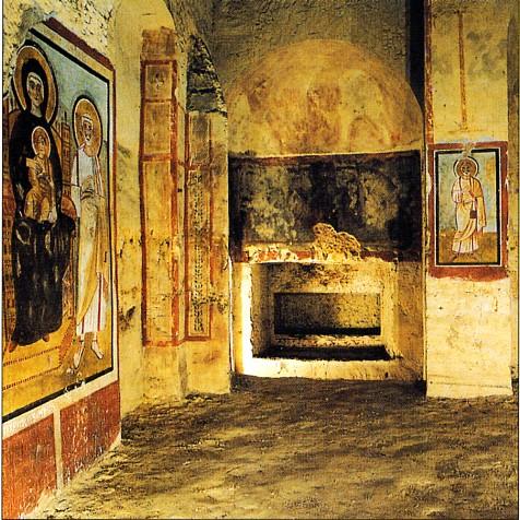Romeinse katakomben langs heilige huizen - Decoreer een gang ingang ...